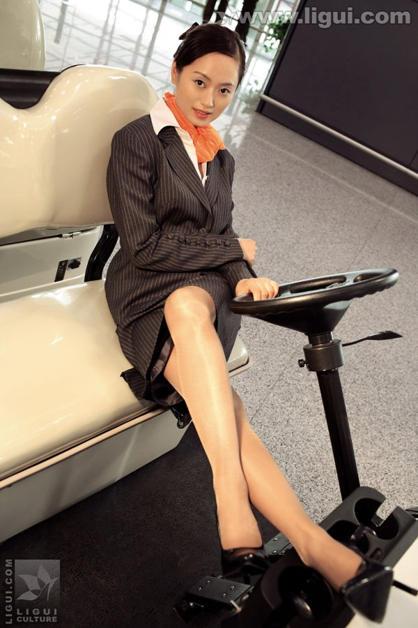 [Ligui丽柜]2009.08.10《贵足》第六辑 失控空姐独白:别让你的情感机车超速行驶[30P/18M]